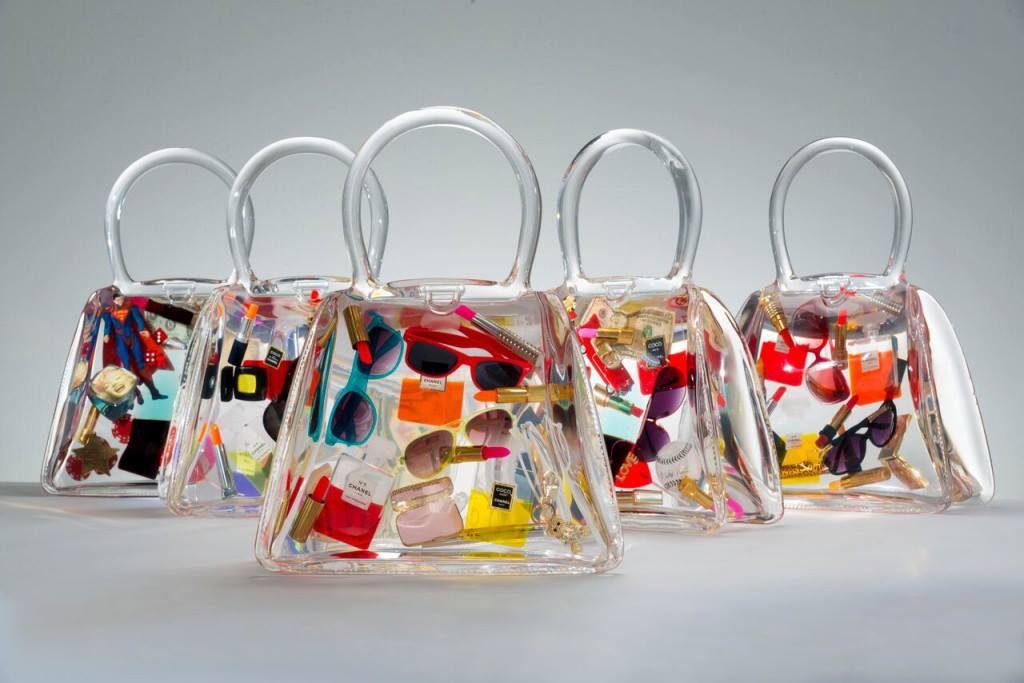 Borse trasparenti con oggetti