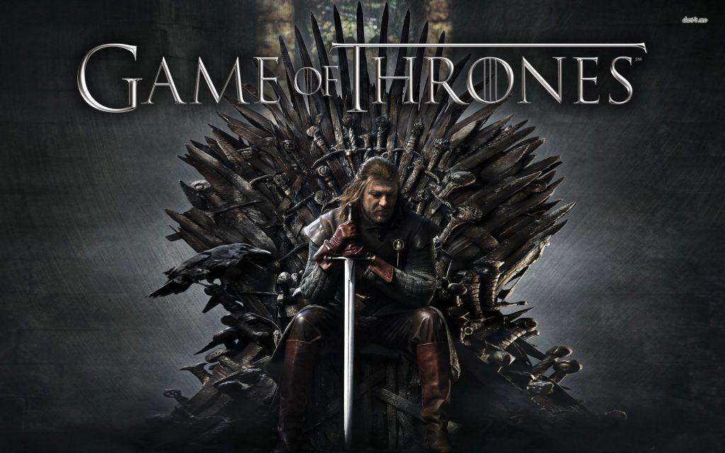 Immagine promozionale di Game of Thrones, con uno dei protagonisti seduto sul trono di spade